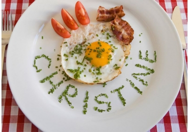 I will garnish your text or website name on a plate
