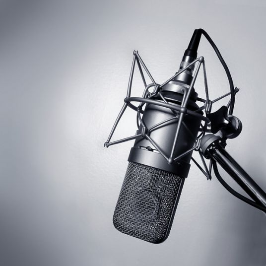I will record 1 minute of voiceover in Spanish