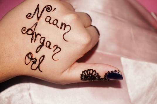 I will write any message or design your logo on my hands with Henna