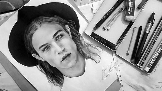draw a realistic pencil drawing or portrait for 50 leooky fivesquid