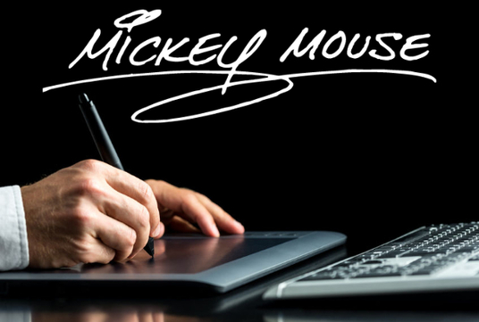 I will trace/convert your handwritten signature into digital format