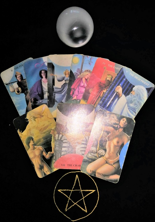 I will do a past, present, future tarot reading using 3 cards