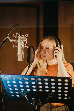 I will record a 250 word American Accent Female Voice Over