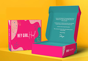 I will do a custom mailer, shipping, subscription box with 3d mockup